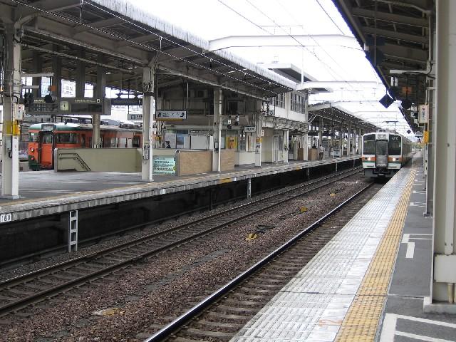 電車の質問です。 東京駅から静岡駅までJRで何時 …